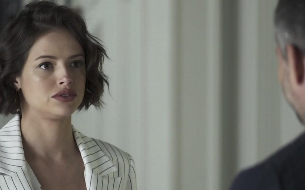 A atriz Agatha Moreira caracterizada como Josiane em A Dona do Pedaço, novela das nove da Globo