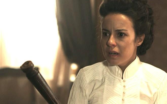 A atriz Andreia Horta em cenas como a personagem Joaquina de Liberdade, Liberdade - Reprodução/Globo