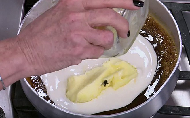 Ana Maria Braga adiciona manteiga com mosca em receita do Mais Você desta terça (12) - Reprodução/Globo