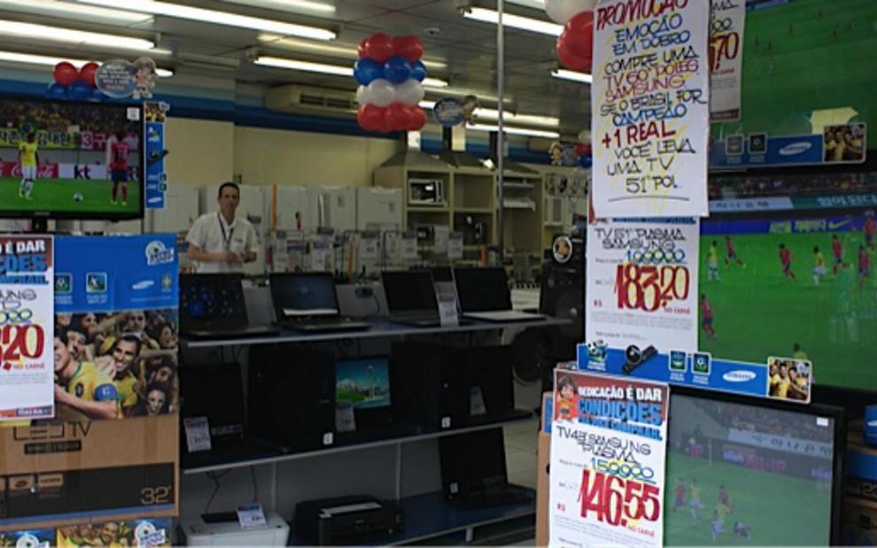 ee6efa4e5d3f0 Televisores em promoção em loja das Casas Bahia, em São Paulo, no último  sábado