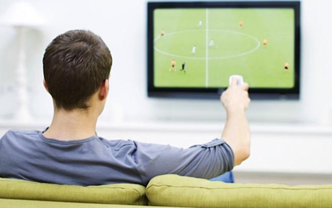 tv grande em sala pequena gera cansa o visual e perda de. Black Bedroom Furniture Sets. Home Design Ideas