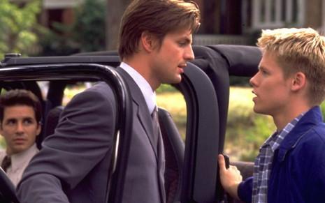 Hal Sparks (à esq.), Gale Harold e Randy Harrison em cena de Queer as Folk: série gay marcou época - Divulgação/Showtime