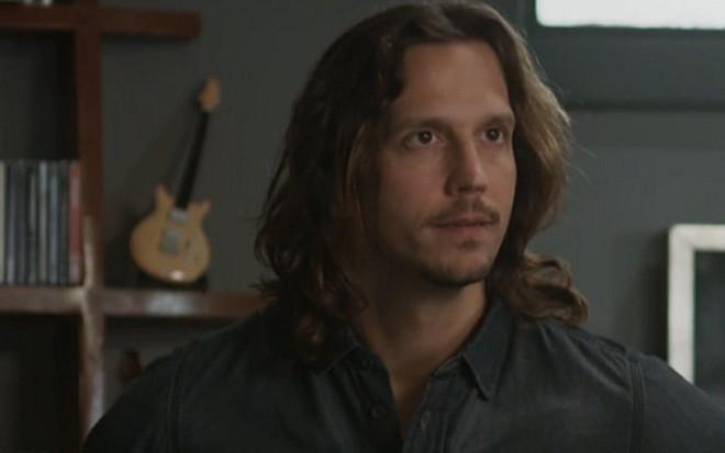 Vladimir Brichta (Gui) em cena de Rock Story; roqueiro cairá em armadilha da ex-mulher - Reprodução/TV Globo