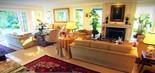 A sala principal da mansão de Ronnie Von; apresentador refez o local quando comprou