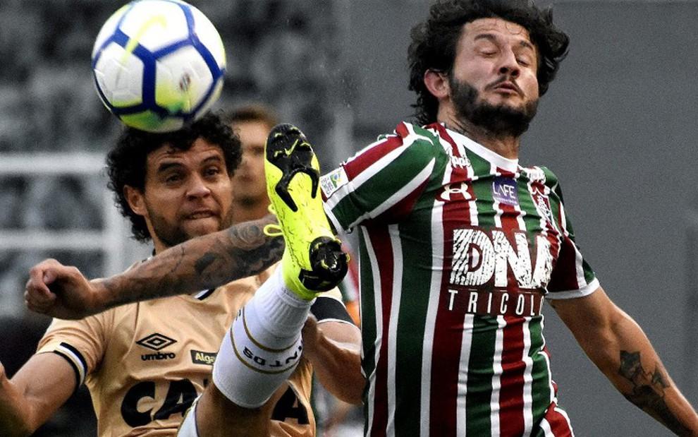 Victor Ferraz disputa bola com Fernando Neto, jogador do Fluminense: vitória do Santos não deu Ibope - MAILSON SANTANA/FLUMINENSE FC