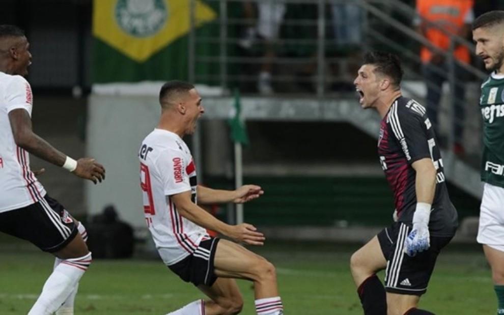 Resultado de imagem para tiago volpi x Palmeiras