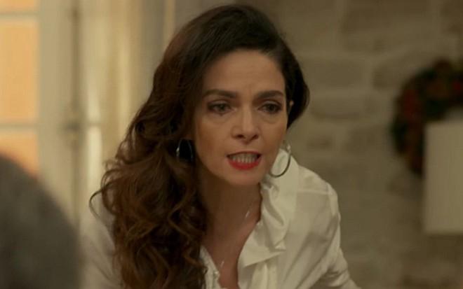 Claudia Ohana (Loretta) em cena de Sol Nascente; megera atacará rival por ciúme da filha - Reprodução/TV Globo