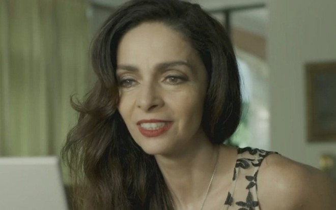 Claudia Ohana (Loretta) em Sol Nascente; personagem tentará reconquistar ex-marido - Reprodução/TV Globo