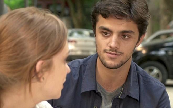 Marina Ruy Barbosa (Eliza) e Felipe Simas (Jonatas) em cena de Totalmente Demais - Reprodução/TV Globo