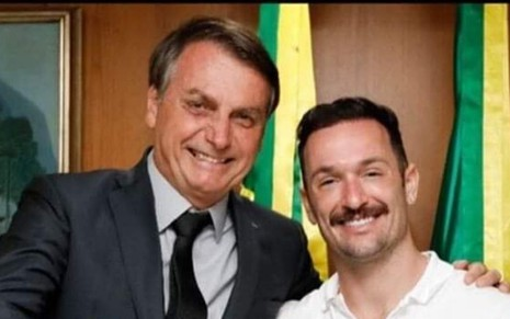O presidente Jair Bolsonaro com Diego Hypólito em foto publicada nas redes sociais; ginasta foi 'cancelado' após registro