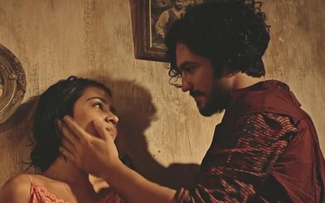 Giullia Buscacio (Olívia) e Gabriel Leone (Miguel) em cena de Velho Chico, novela das nove - Reprodução/TV Globo