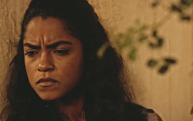 Lucy Alves (Luzia) em cena de Velho Chico; personagem vai estranhar ser avó - Reprodução/TV Globo