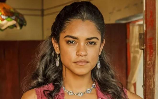 Lucy Alves (Luzia) em Velho Chico; personagem vai se mudar para a Europa com a filha - Artur Meninea/TV Globo