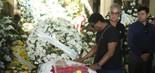 O sambista Neguinho da Beija-Flor no velório de Wagner Montes (foto: Daniel Pinheiro/AgNews)