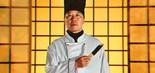 Os infomerciais dominavam a TV, com produtos como as facas Ginsu, que cortavam qualquer coisa