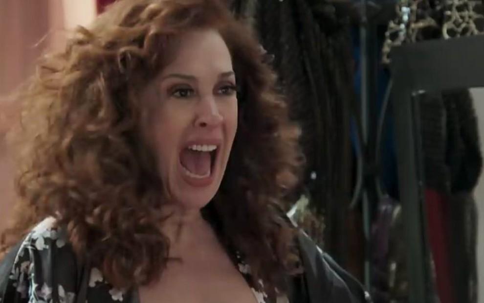 6006193ef Lidiane (Claudia Raia) dará um escândalo com Janaína (Dira Paes) na  delegacia