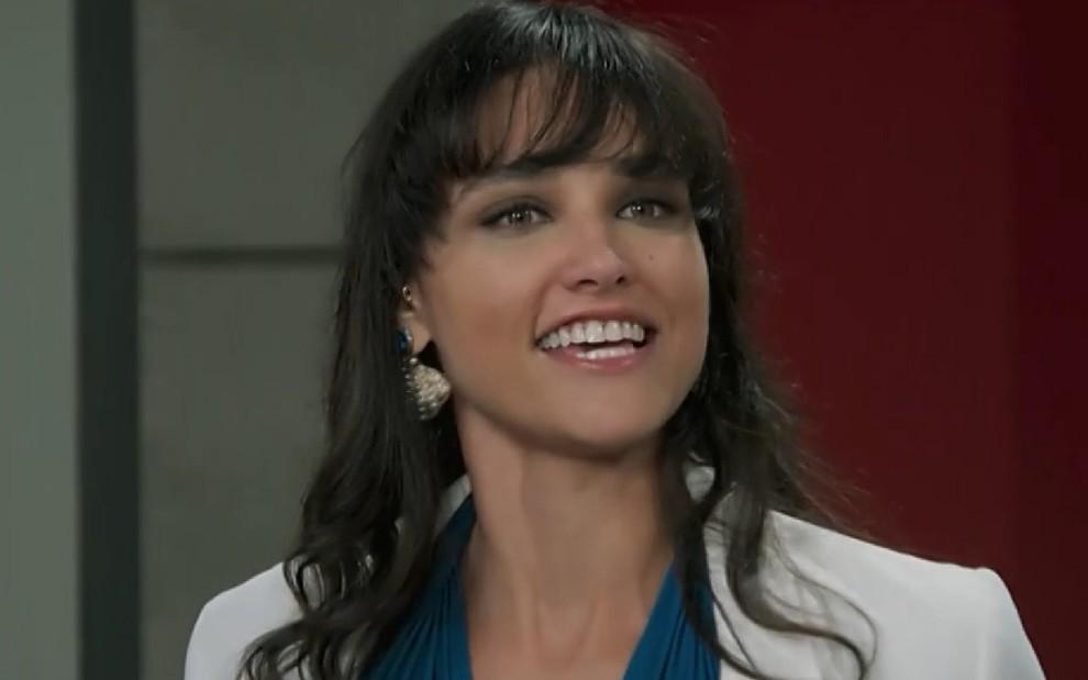 Com atuação exagerada, Débora Nascimento decepciona como a Gisela de Verão 90: desastre em cena - Reprodução/TV Globo