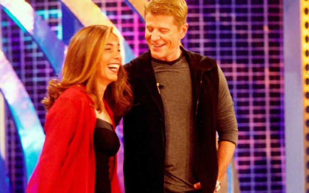 Os apresentadores Cissa Guimarães e Miguel Falabella, grandes estrelas do Vídeo Show em 1999 - Reprodução/Globo