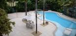 Vista da piscina externa: mansão de Xuxa no RJ tem 2.626 m² (Foto: Judice & Araujo/Divulgação)