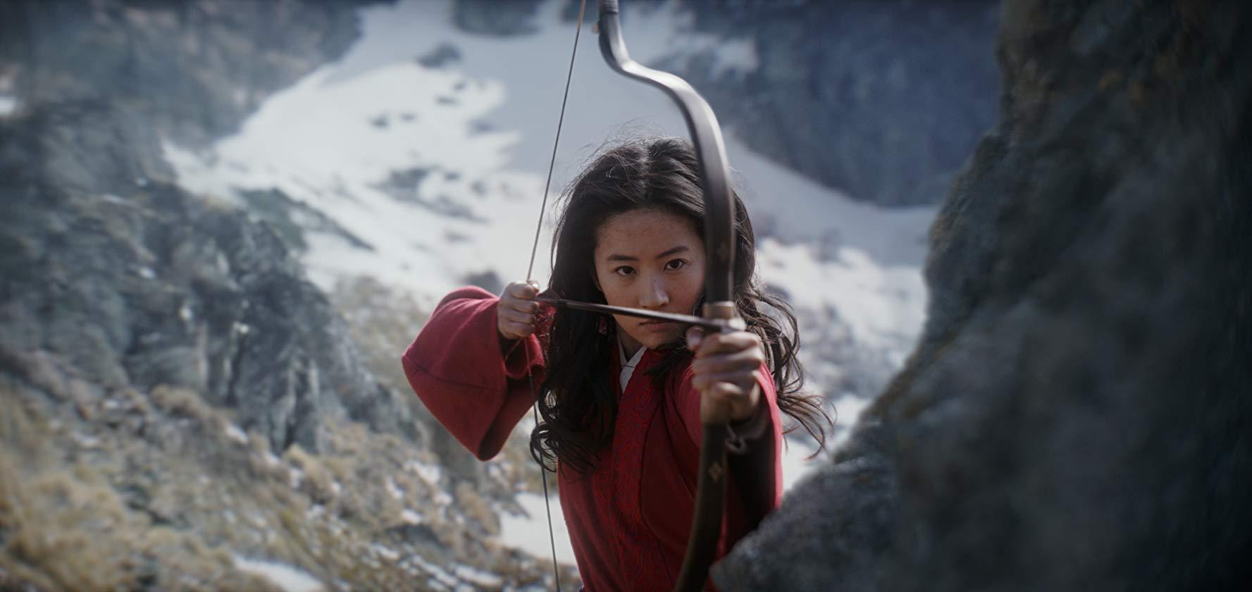 Mulan acompanha uma jovem chinesa infiltrada no exército chinês para salvar a vida do pai; filme em live action estreia este ano