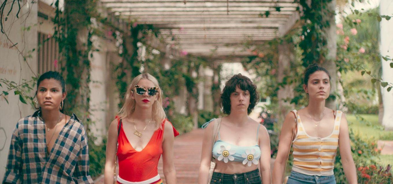 Nova série latina acompanha viagem de três garotas envolvidas com uma mulher misteriosa