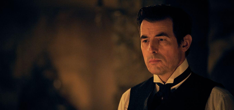 Dinamarquês Claes Bang vive o protagonista Conde Drácula em nova minissérie da Netflix