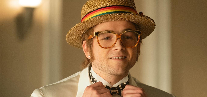 Taron Egerton canta --e interpreta-- em Rocketman, musical sobre a vida do inglês Elton John