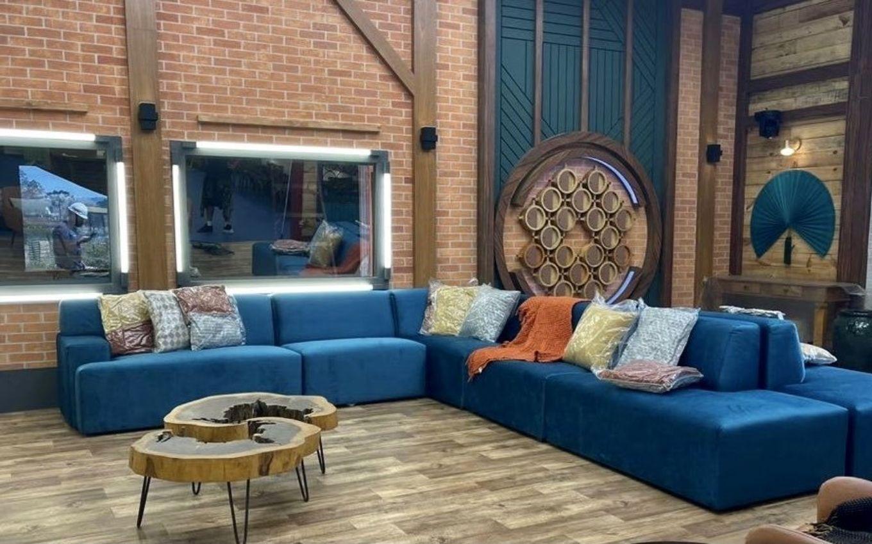 Sofá e sala de estar da Fazenda 13